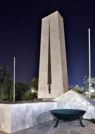 Централният монумент (Меч)